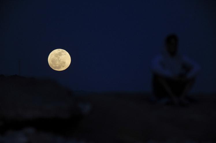 Huge Moonirse